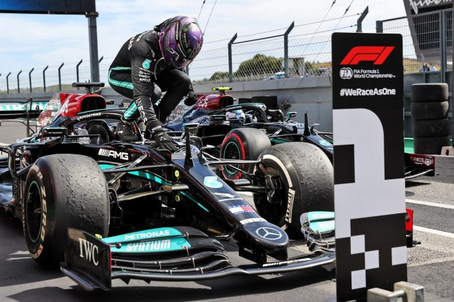 ハミルトンが97勝目「マックスに抜かれた時は『なんてばかなんだ』と自分を罵った」メルセデス/F1第3戦決勝