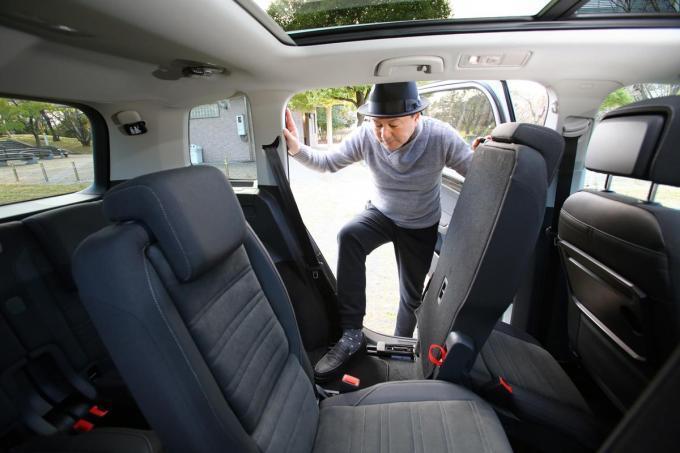 小型ミニバンに「ほとんど座れない」3列目席が設定されたワケ