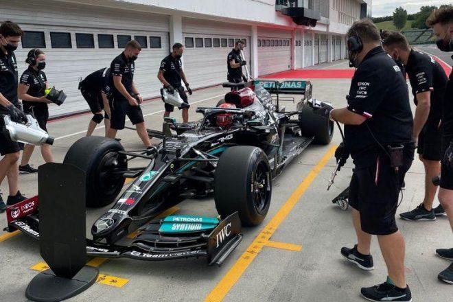 ラッセルがメルセデスで2022年用18インチF1タイヤのテスト。フェラーリとマクラーレンも走行