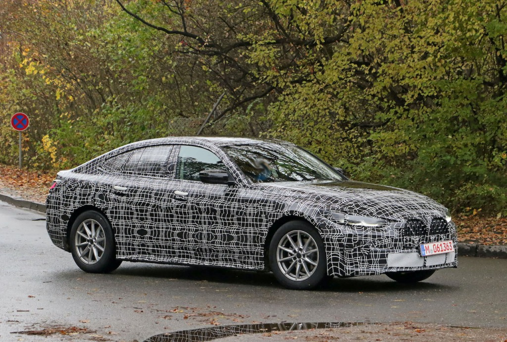 【スクープ】4ドアの「BMW4シリーズ・グランクーペ」が発売秒読み? 生産型LEDデイタイムライトの点灯も確認!
