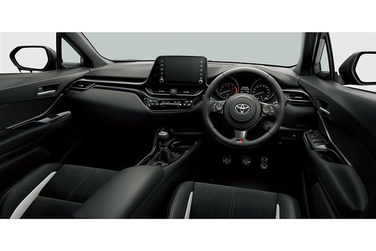 トヨタ C-HR 価格差はあるがハイブリッドがおすすめ、グレードはSでも豊富な装備