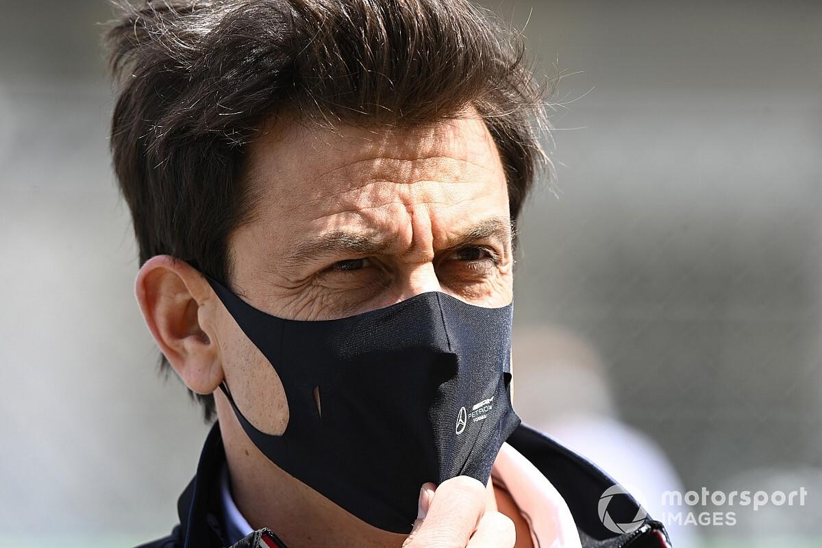 メルセデスF1代表、レッドブルのスタッフ引き抜きに不満なし「100人がアプローチ受け、応じたのは15人だけ」