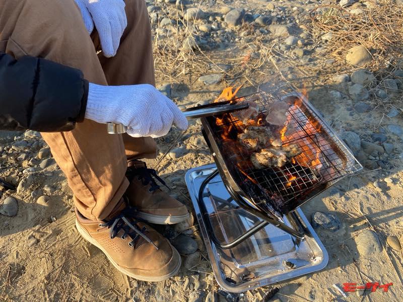 【100均用品でアウトドアグッズをDIY】製作時間10分、材料費825円の焚き火台が意外と使える!