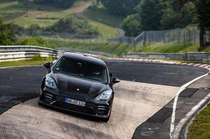 【ニュルでクラス最速】ポルシェ・パナメーラ マイナーチェンジ車、ラップ更新 8月後半に欧州発表か