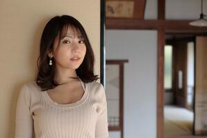 「私、温泉が好きなんです」佐々木萌香×ホンダe【それいけ!温泉ガール:第2回】