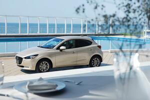 燦々と輝く太陽の光をイメージ! マツダ2の特別仕様車を発売