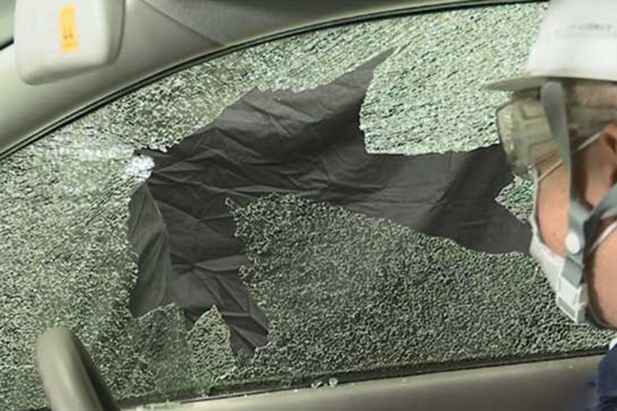 9月は台風多い? 水害によって「クルマが水没したらどうする?」割るべき窓とは