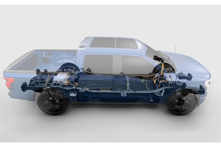 アメリカで最も売れているフォードF150にEV版の「ライトニング」が登場。日本人の想像の上を行く衝撃が走る理由とは?