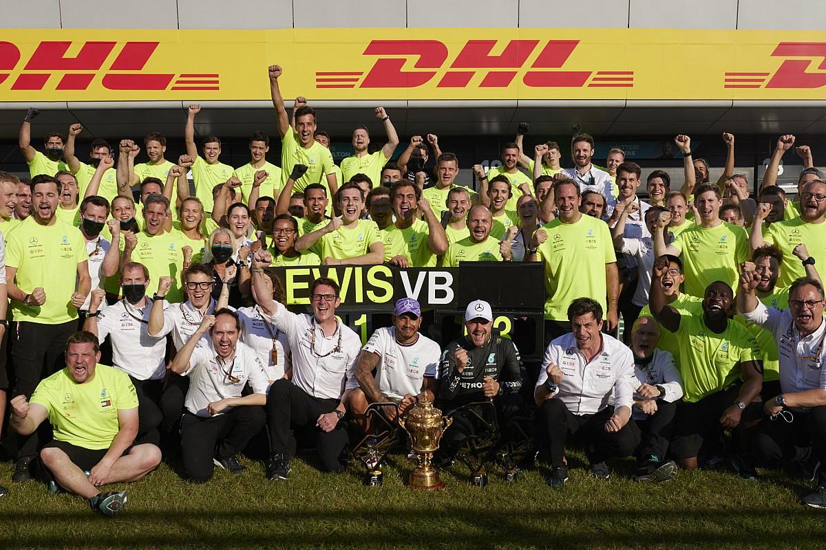 """メルセデス、イギリスGP優勝後の""""祝勝ムード""""について弁明「フェルスタッペンが無事だと知らされていたから」"""