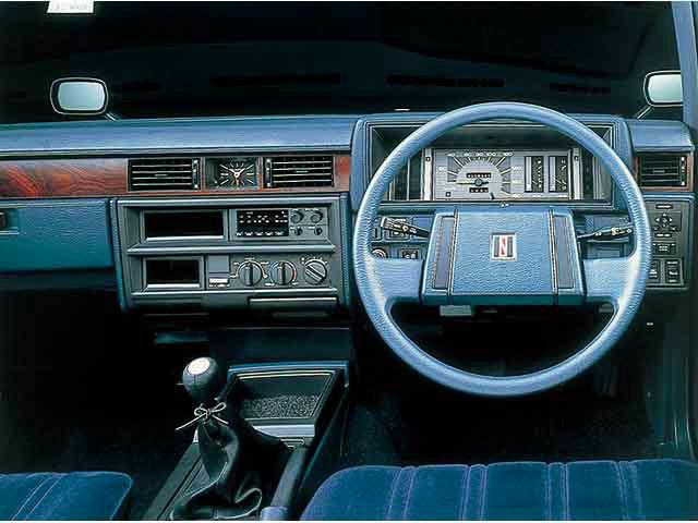 日産 グロリアワゴン 1983年6月〜モデル