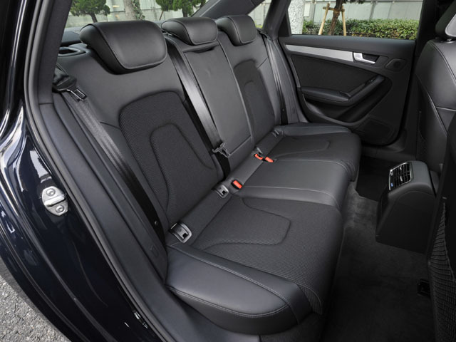 アウディ A4 2012年4月〜モデル