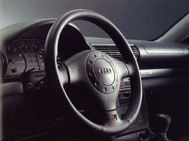 アウディ A4 1996年9月〜モデル