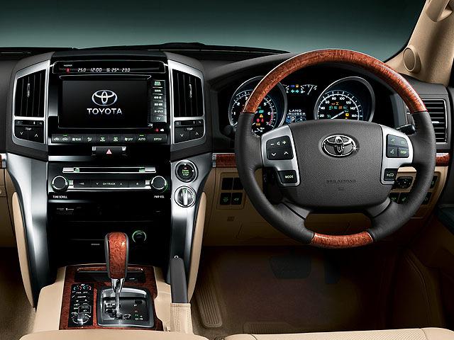 トヨタ ランドクルーザー200 2014年4月〜モデル