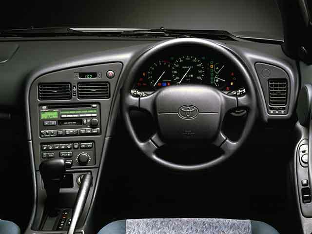 トヨタ カレン 新型・現行モデル