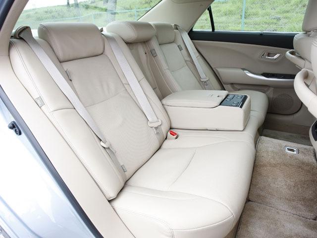 トヨタ クラウンハイブリッド 新型・現行モデル