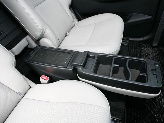 トヨタ マークXジオ 2007年9月〜モデル