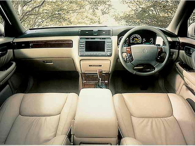 トヨタ クラウンマジェスタ 新型・現行モデル