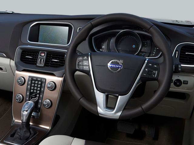 ボルボ V40クロスカントリー 新型・現行モデル