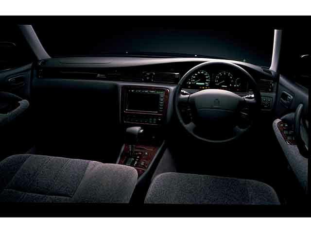 トヨタ クラウンセダン 新型・現行モデル