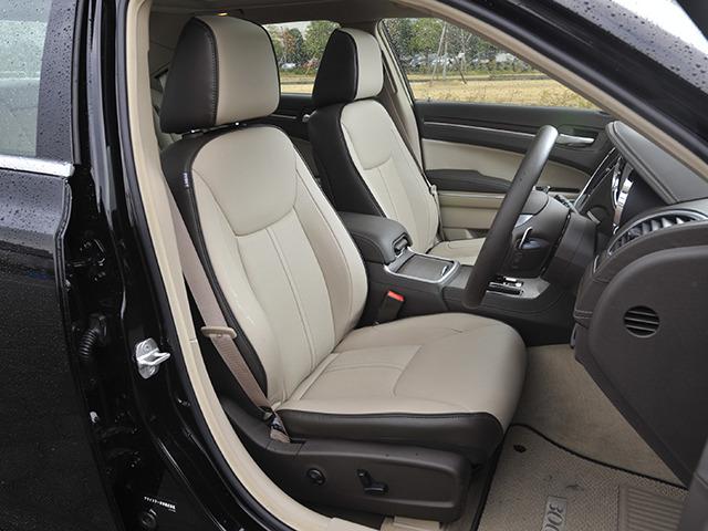 クライスラー 300 新型・現行モデル