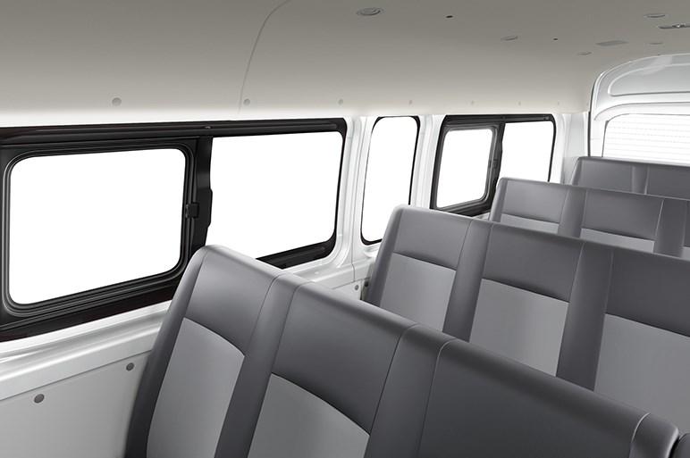 トヨタ、新開発のノーズ付きハイエースをフィリピンで公開