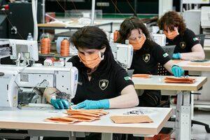 ランボルギーニ、新型コロナ対策で生産工場の一部を医療用マスクと保護シールドの生産に転換
