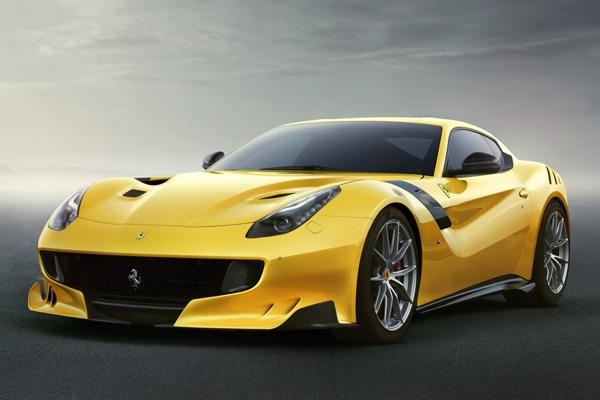フェラーリ 799台限定のスペシャルモデルF12tdfを発表