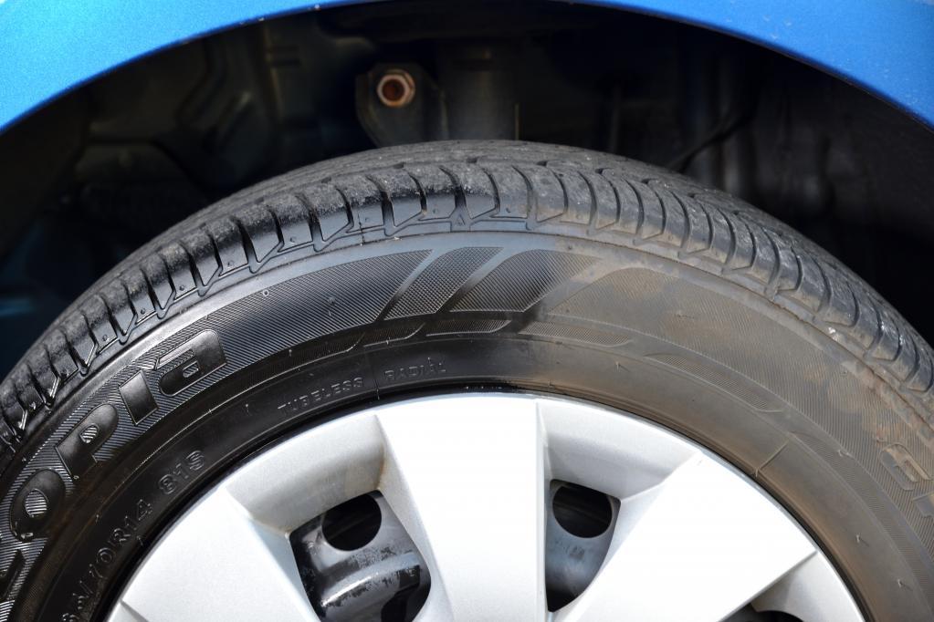 【ドンキのPBカー用品を使ってみた #3】情熱価格 驚艶 タイヤクリーナー&ワックス 【CAR MONO図鑑】