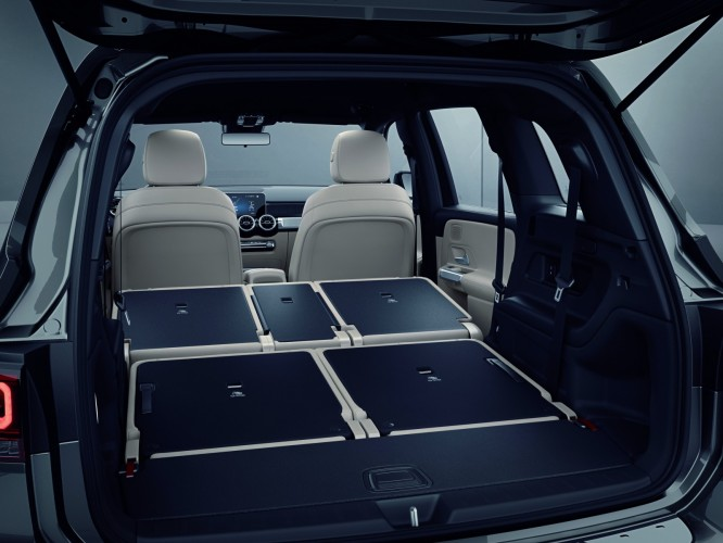 ちょうどいいサイズ感!メルセデス・ベンツの7人乗り新型SUV「GLB」