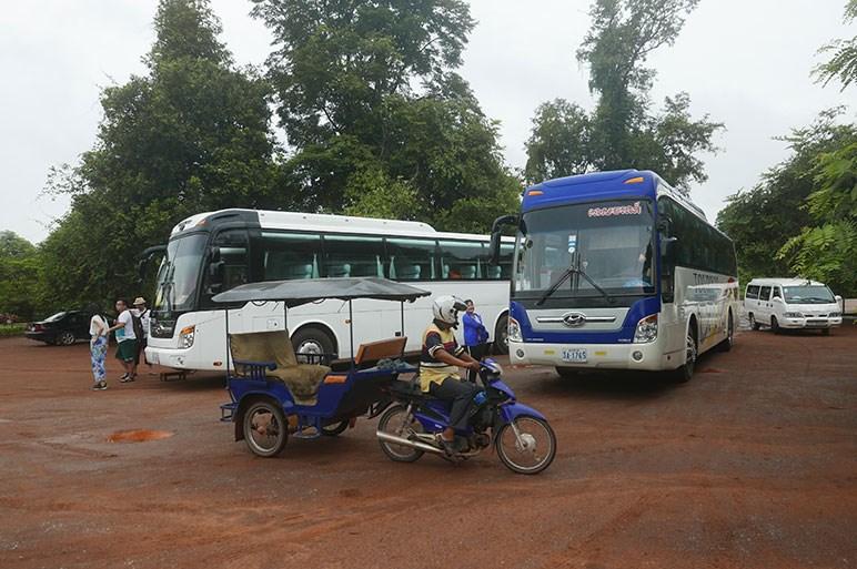 ハリアーとカムリだらけ…実に車種が偏ったカンボジアの町並を紹介