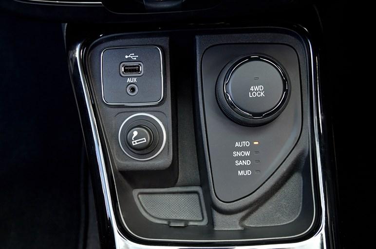 好調ジープの世界戦略車、新型コンパスの買いモデルはFFか4WDか?