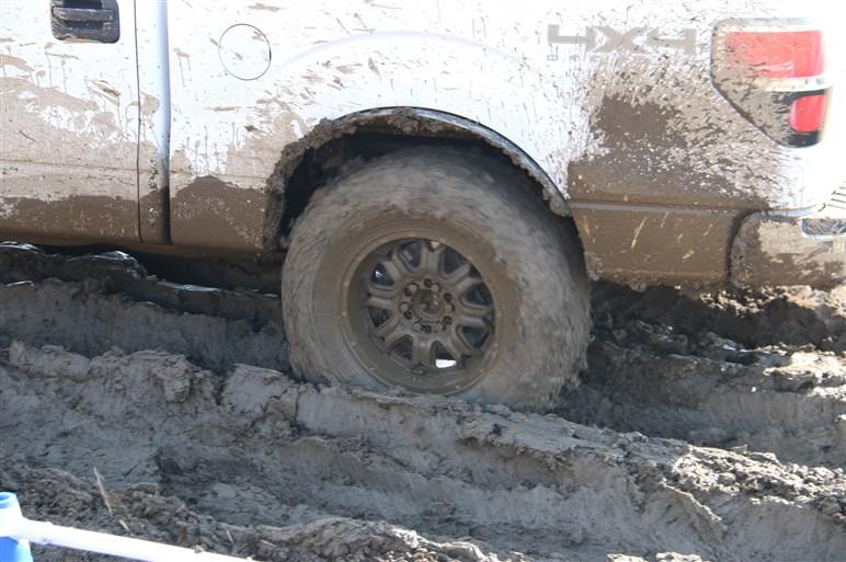 国内販売決定したTOYOのオフロードタイヤでドロドロコースを試乗