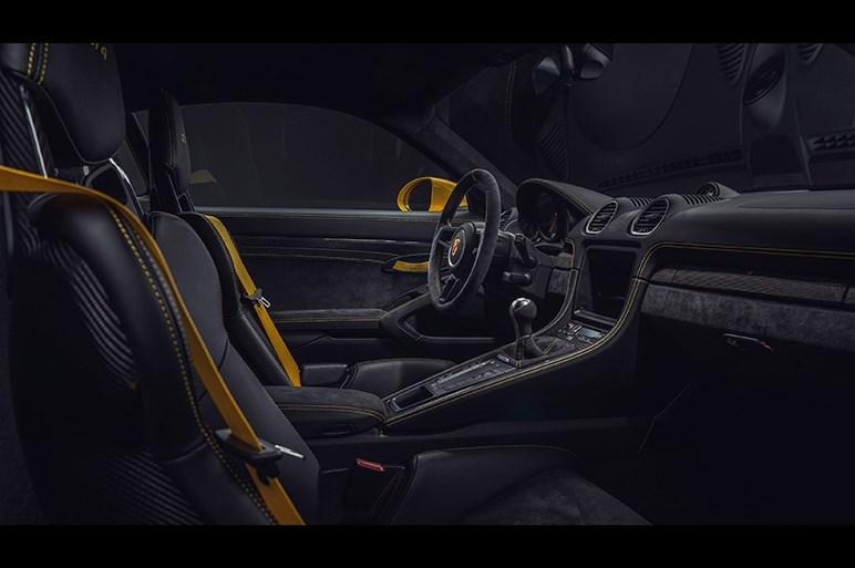 ポルシェ、4リッターフラット6を採用した718スパイダーと718ケイマンGT4を発表