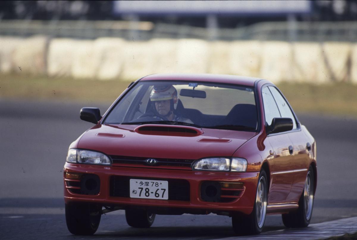 【同じボンネットの穴でも役割はクルマによってさまざま】レーシングドライバーが解説するダクトの意味とは