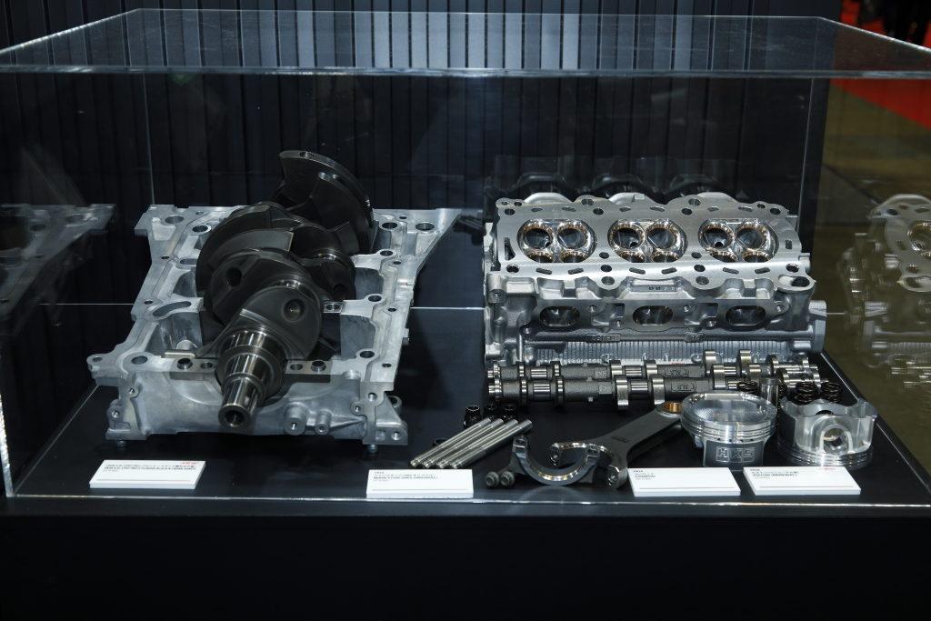 「HKSワークスマシンの強心臓がついに市販化!」高性能パーツを熟練メカニックが組み込むコンプリートエンジン!【東京オートサロン2020】
