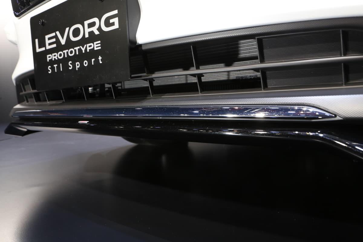 SUBARU「レヴォーグ STIスポーツ」を世界初公開! 上質なスポーティを全身でアピール