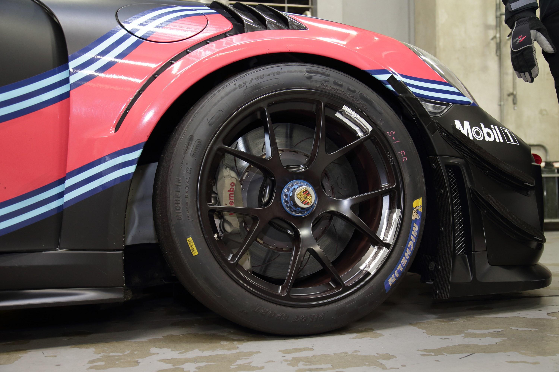 ディーラーで買える911ベースのアマチュア向けレースカーを富士で試す