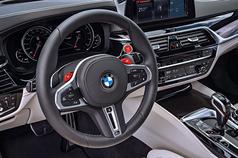 BMW M5がモデルチェンジ 歴代モデル初の4WDはFRにも変身する