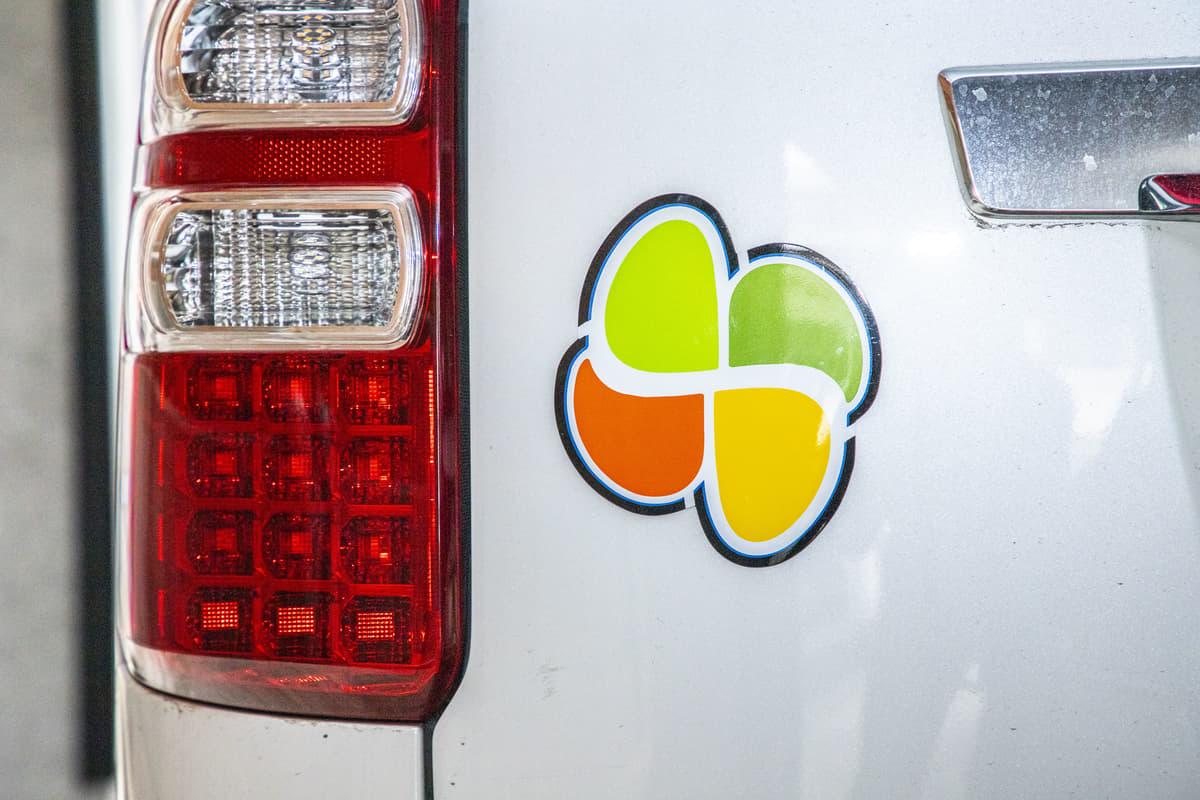 対象車への危険行為は違反! 若葉、四つ葉、チョウの自動車マークはどんな人がつける?