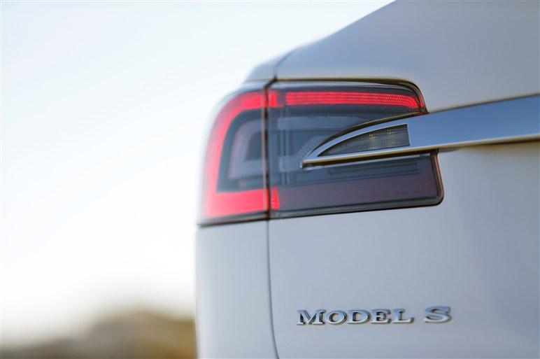 """テスラ・モデルS 最強の「P85D」に試乗。より洗練された""""狂気"""""""