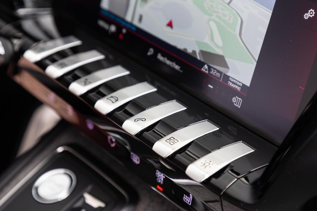 ファストバックスタイルで先進的ルックスを手に入れた新型プジョー508が登場