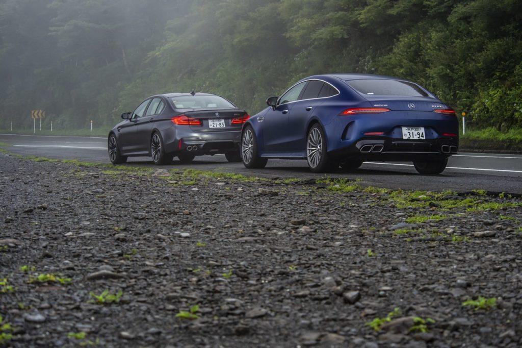 メルセデスAMG GT 4ドア クーペ 対 BMW M5! 600ps級の4ドアクーペを徹底比較【動画レポート】
