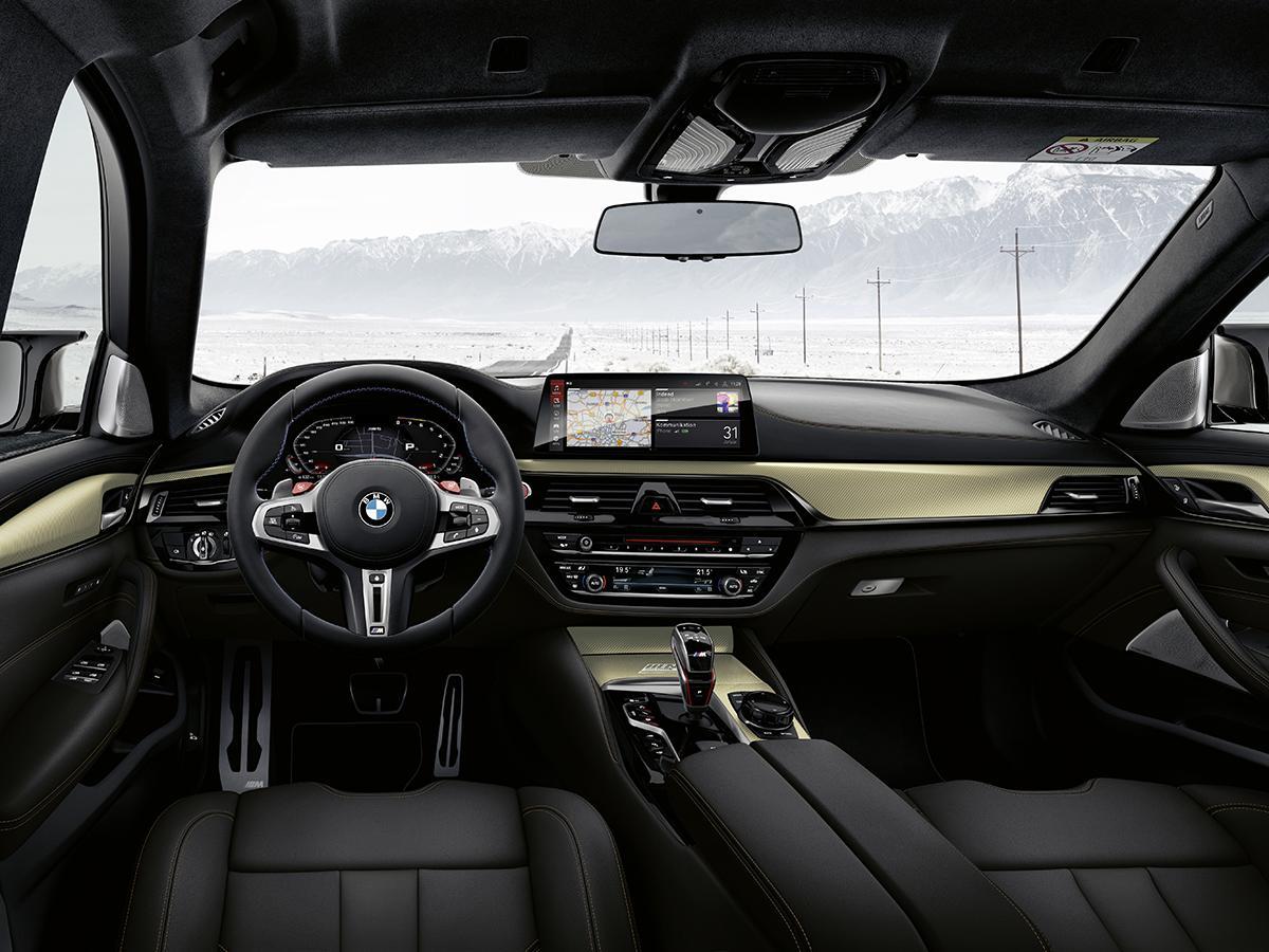 BMW M5に誕生35周年を記念した限定車「35 Jahre Edition」が登場