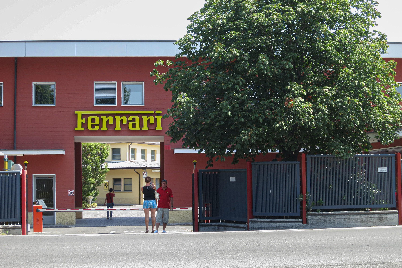 フェラーリのお膝元マラネッロでショッピング【第13回 フェラーリ・アイテム豊富なお土産店3選】