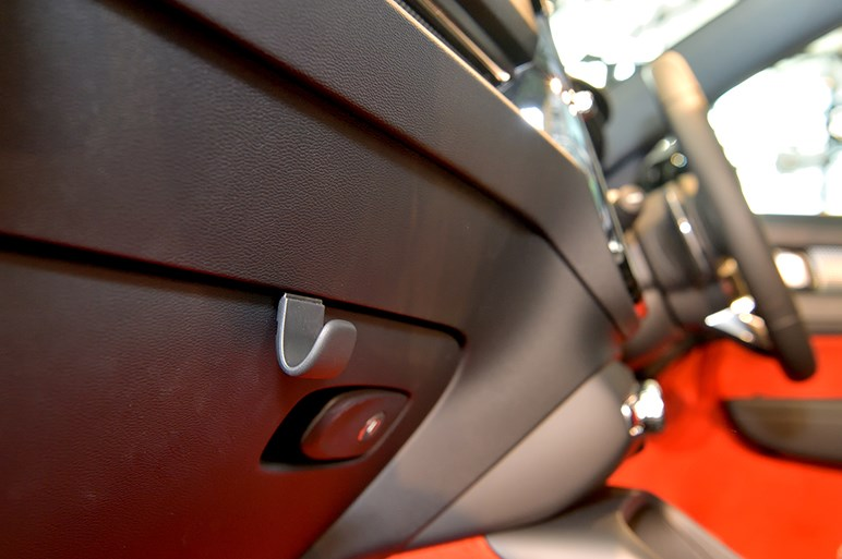 欧州COTYを獲得した実力派、ボルボの新型コンパクトSUV「XC40」が日本デビュー