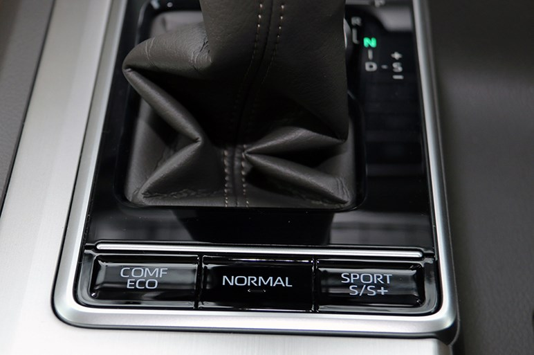 ランドクルーザープラドがMC、FJクルーザーに最後の特別仕様車