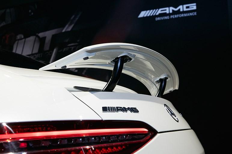 メルセデスAMG初の4ドアクーペは、家族の送迎後にサーキットに走りに行ける日常的な非日常ハイパーカー