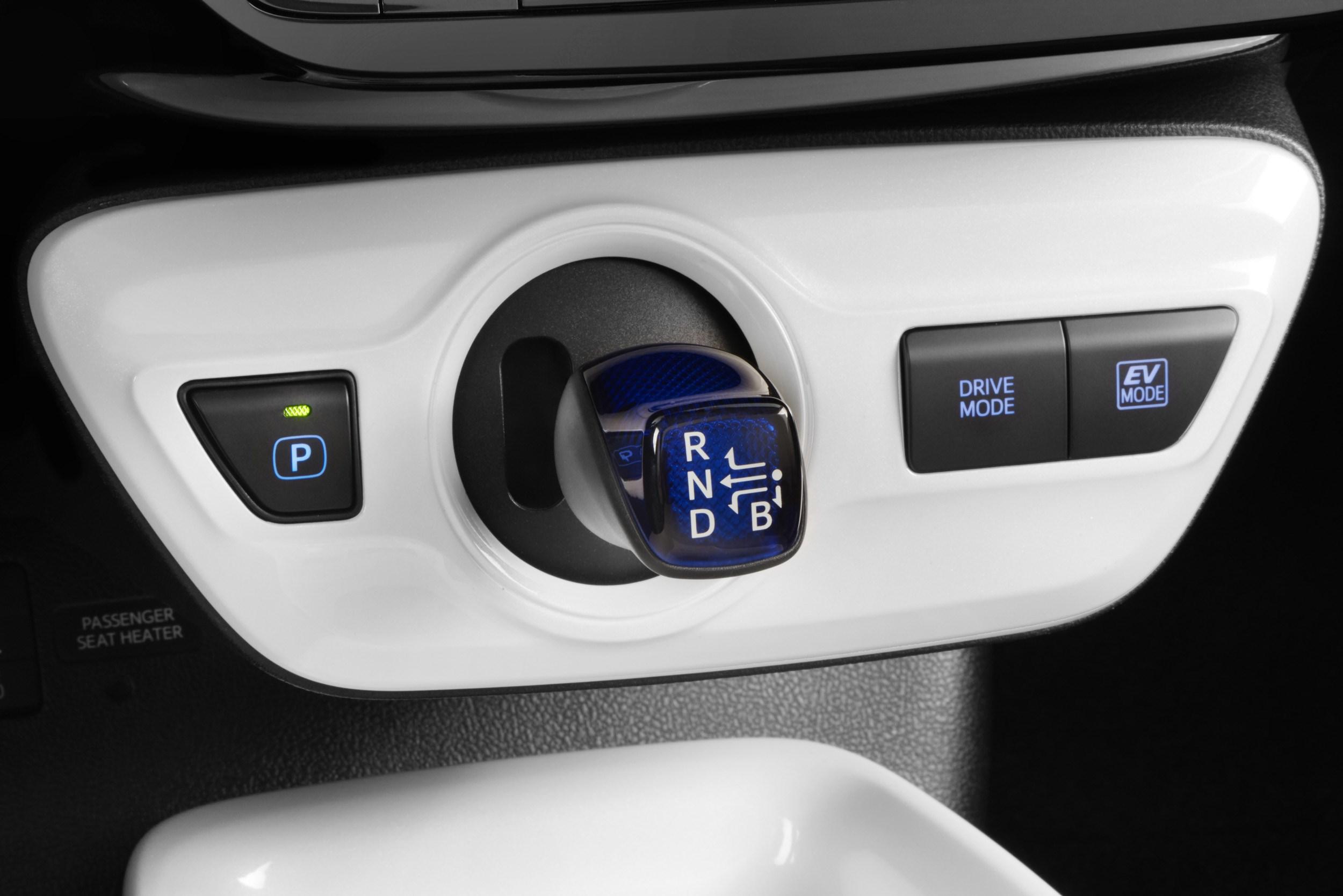 トヨタ、新型プリウスを世界初披露、大胆に変化したスタイリング
