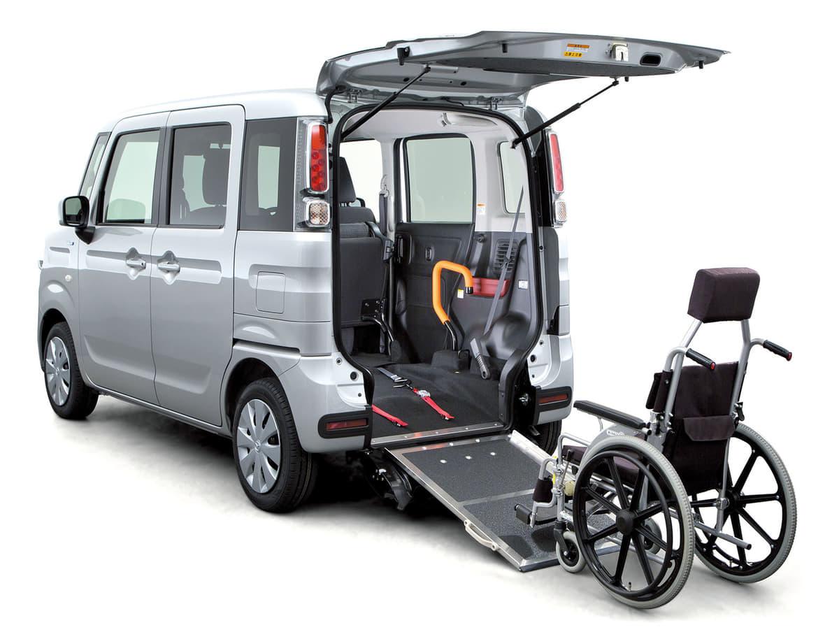 マツダ、社会福祉団体にフレアワゴン車いす移動車を贈呈