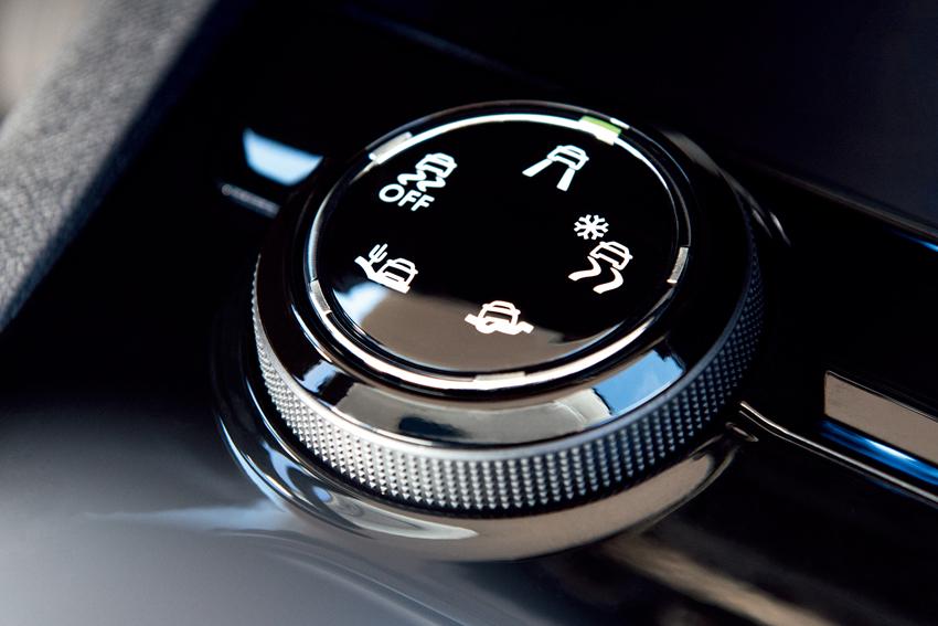 プジョー、上質な走りと高級感をさらに高めた特別仕様車「5008クロスシティ」発売